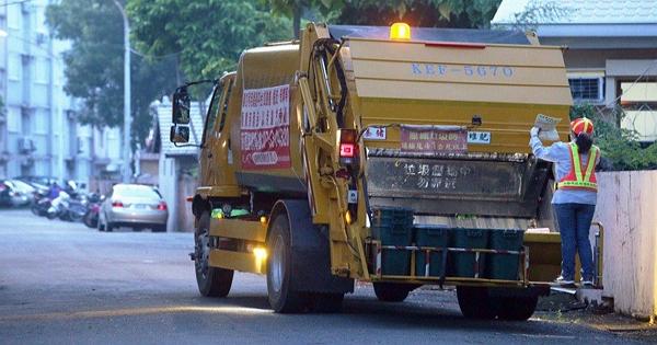 【垃圾車】假設你工作是垃圾車上的清潔人員,你會微笑嗎?