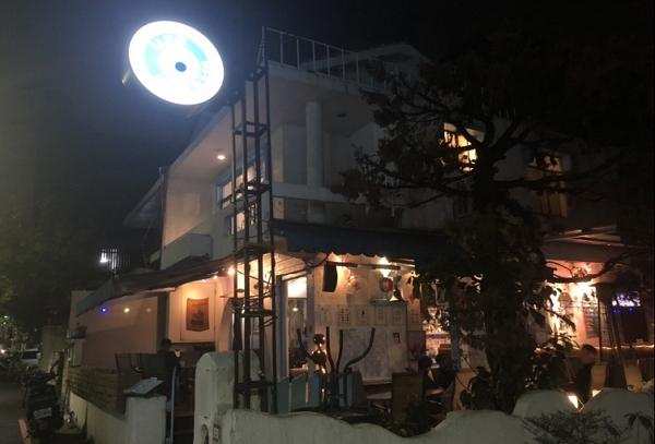 【酒吧】藏於台中西區精誠路上的巷弄小酒吧,滿適合一個人去的小放鬆場所